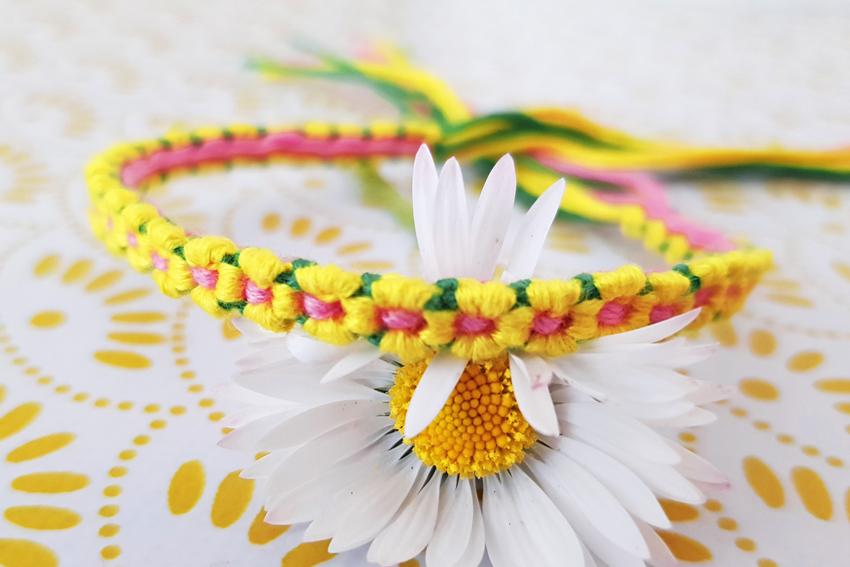 Illustration DIY - bracelet fleurs en fils DMC